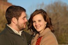 O homem olha lovingly na mulher Fotografia de Stock Royalty Free