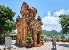 O homem poderoso do Po Nagar eleva-se em Nha Trang, Vietname Construções reiligous velhas do império de Champa Fotografia de Stock