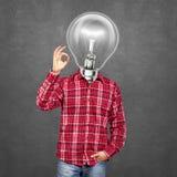 O homem principal da lâmpada mostra ESTÁ BEM Imagens de Stock Royalty Free