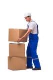 O homem que entrega a caixa isolada no branco Imagem de Stock