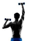 O homem que exercita a aptidão torna mais pesados exercícios Imagens de Stock Royalty Free