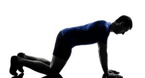 O homem que exercita o exercício empurra levanta Imagem de Stock