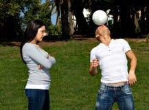 O homem que pensam ao futebol e a amiga deiam-no Fotografia de Stock Royalty Free