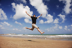 Homem na praia Serie foto de stock royalty free
