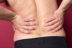 O homem sofre da dor lombar imagem de stock royalty free