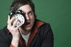 O homem teme seu despertador Fotografia de Stock Royalty Free