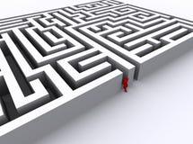 O homem vermelho encontrou uma saída fora do labirinto Fotografia de Stock Royalty Free