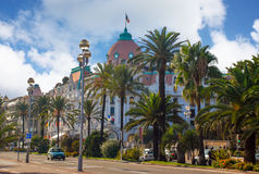 O hotel de luxo Negresco em agradável em azuis celestes costeia, França Foto de Stock