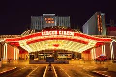 O hotel do circo do circo & o casino Las Vegas iluminaram imagem de stock