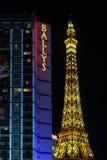 O hotel e o casino Bally e de Paris Las Vegas na tira Imagens de Stock
