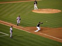 O ianque Alex Rodriguez corre à primeira base como vagabundos de Oakland a primeiro Foto de Stock