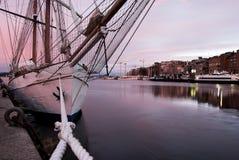 O iate clássico da navigação amarrou no porto de Oslo Imagens de Stock Royalty Free