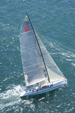 O iate compete em Team Sailing Event fotografia de stock