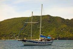 O iate da navigação diamant nas ilhas de barlavento Foto de Stock