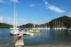 O iate e o barco amarelo Imagem de Stock Royalty Free
