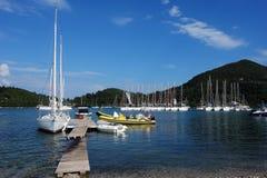 O iate e o barco amarelo grande Imagem de Stock Royalty Free