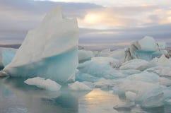 O iceberg surpreendente de Islândia Jokulsarlon Foto de Stock