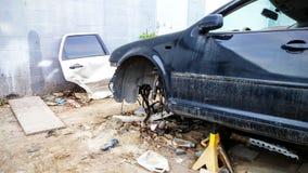 O impacto do acidente de viação danificou o carro ou o veículo quebrado destruição Fotos de Stock Royalty Free