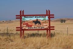 O ` impede o quadro de avisos do ` dos incêndios violentos perto de Napa, Califórnia imagens de stock royalty free