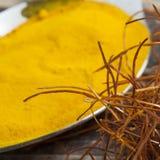 O indiano asiático oriental tempera o pó da curcuma das cordas do açafrão do pimentão Imagem de Stock