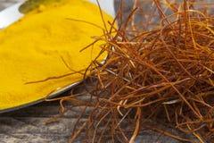 O indiano asiático oriental tempera o pó da curcuma das cordas do açafrão do pimentão Fotografia de Stock Royalty Free