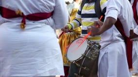O indiano rufa o desempenho no festival vídeos de arquivo