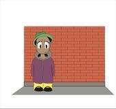 O indivíduo contra uma parede de tijolo Imagens de Stock