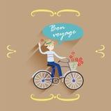 O indivíduo engraçado no viajante das calças de brim monta uma bicicleta com cesta e fluxo foto de stock
