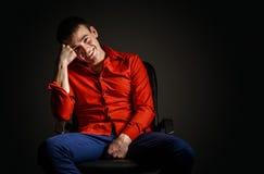 O indivíduo na camisa vermelha Fotos de Stock