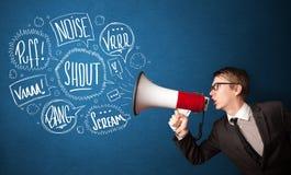 O indivíduo no terno que grita no megafone e no discurso tirado mão borbulha Fotografia de Stock Royalty Free