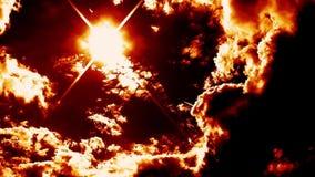 O inferno de sopro de queimadura ateia fogo à epopeia do lapso de tempo das nuvens cinemático vídeos de arquivo