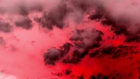 O inferno de sopro de queimadura ateia fogo à epopeia do lapso de tempo das nuvens cinemático ilustração royalty free