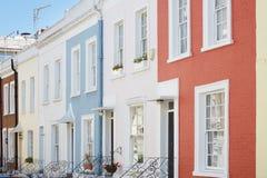 O inglês colorido abriga fachadas em Londres Foto de Stock Royalty Free