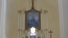 O interior da igreja de St Barbara video estoque