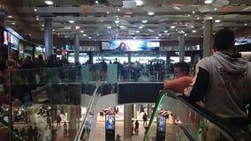 O interior da multidão de Nicosia, Chipre abriu recentemente a alameda de Nicosia filme