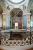 O interior da região de Tver da cidade de Staritsa do monastério de Svyatouspenski da igreja de trindade, Rússia Fotos de Stock