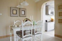 O interior da sala de jantar da elegância Imagem de Stock