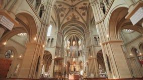 O interior de Bern Cathedral na cidade de Berna switzerland filme
