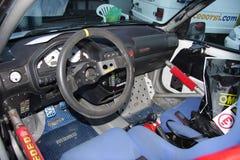 O interior de um carro moderno da reunião imagens de stock