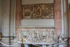 O interior de uma das salas do museu do Vaticano Foto de Stock