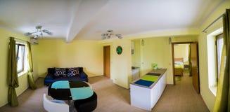 O interior de uma grande sala de visitas Imagem de Stock Royalty Free