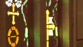 O interior de uma igreja ortodoxa grega video estoque