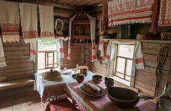O interior do museu da arquitetura de madeira Vitoslavlitsy Imagem de Stock