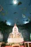 O interno do pagode de Maha Wizaya Paya em Yangon Imagens de Stock