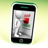O interruptor do medo da coragem mostra receoso ou corajoso ilustração royalty free
