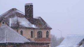 O inverno é queda das nevadas fortes video estoque