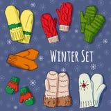 O inverno ajustou-se com os mitenes handdrawn em cores brilhantes Imagens de Stock Royalty Free