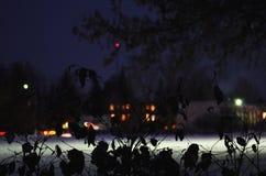 O inverno ilumina a praça da cidade da noite Imagem de Stock Royalty Free