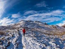 O inverno surpreendente caminha acima Sron um Chlachain, acima de Killin, Escócia fotografia de stock
