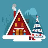 O inverno wodden, tijolo, casa grande ou hotel Com telhado da neve Foto de Stock Royalty Free